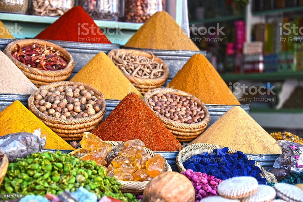 Variety of spices on the arab street market stall – Foto