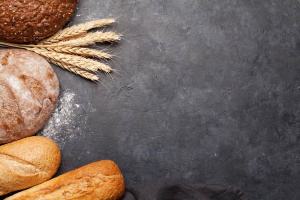 Verschiedenes Brot mit Weizen und Mehl – Foto