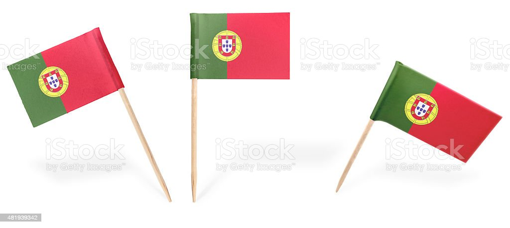 Coquetel de diferentes bandeiras de Portugal isolado no white. (série - foto de acervo