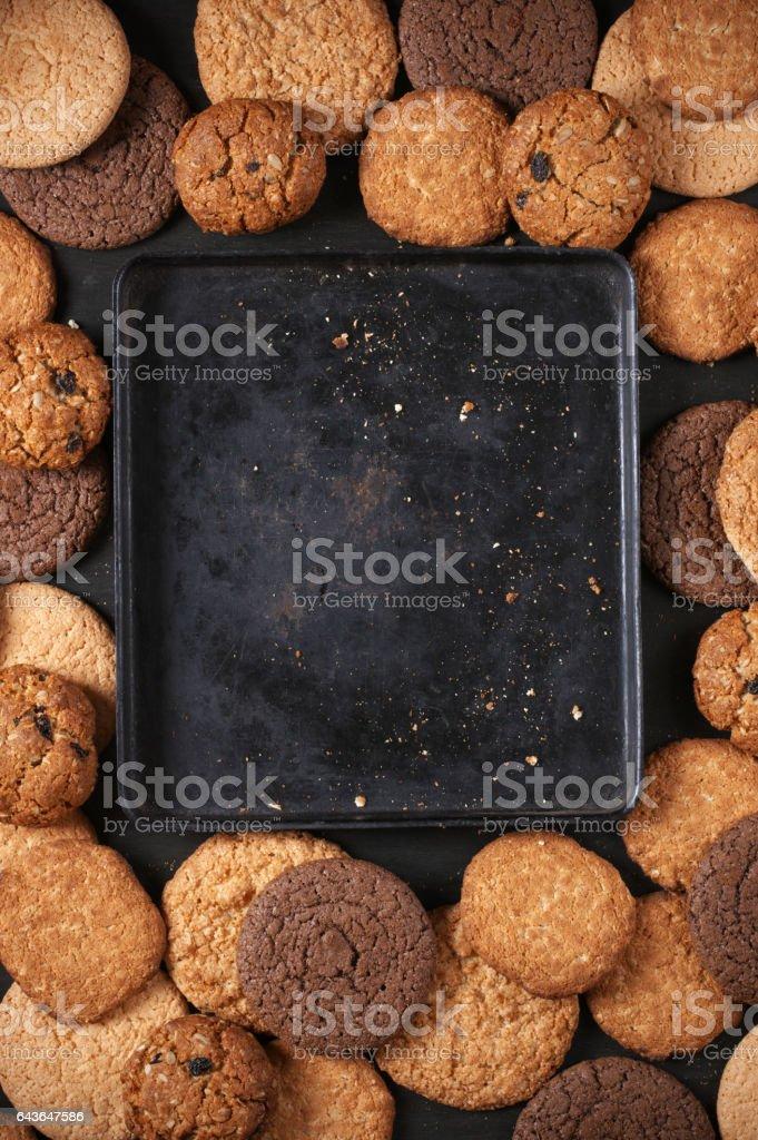 Verschiedene Cookies und Backform – Foto
