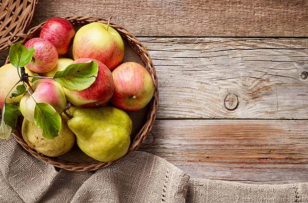 各種の新鮮なフルーツ - ナシ ストックフォトと画像
