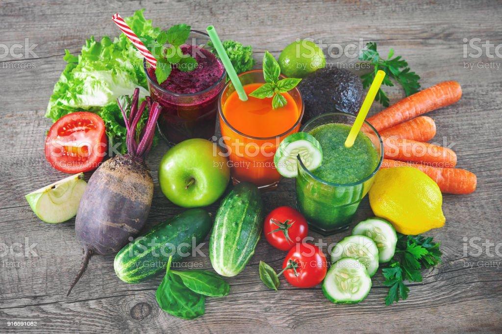 Divers jus de fruits et légumes - Photo