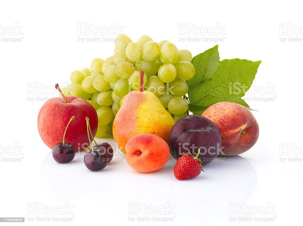 Différents fruits isolé sur fond blanc - Photo
