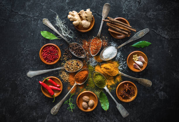 différentes herbes et des épices - cuisine asiatique photos et images de collection