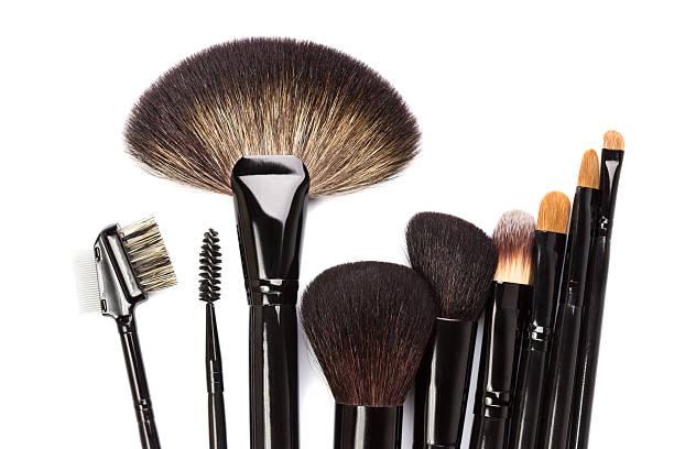 Verschiedene Make-up Pinsel isoliert auf Weiß – Foto