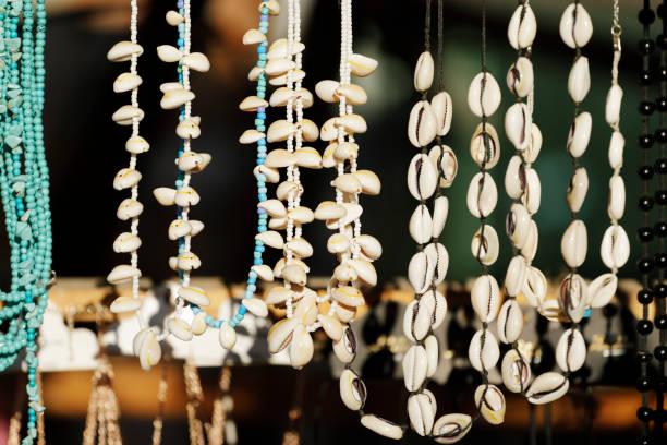 Verschiedene Stücke von Sommer Halsketten – Foto