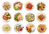 白い背景に、平面図上に分離されて食品のさまざまなプレート