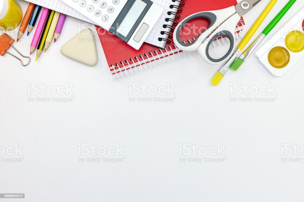 Verschiedene Schulsachen Und Werkzeuge Auf Weißen