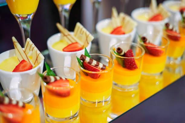 Verschiedene Arten von Dessert im Hotel für Ramadhan Buffet – Foto