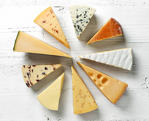 verschiedene arten von käse  - schnittkäse stock-fotos und bilder