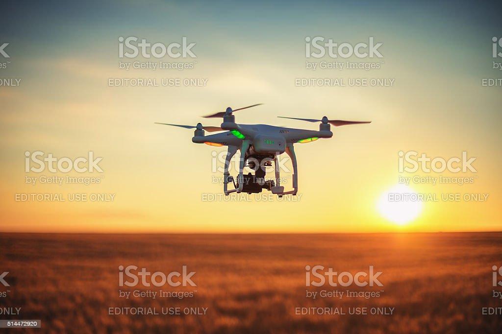 Varna, Bulgarien – 23. Juni 2015 : Fliegen Hintergrundgeräusche Quadcopter Phantom – Foto