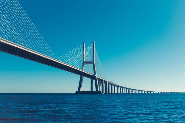 vasco da gama bridge in lisbon, portugal - bridge zdjęcia i obrazy z banku zdjęć