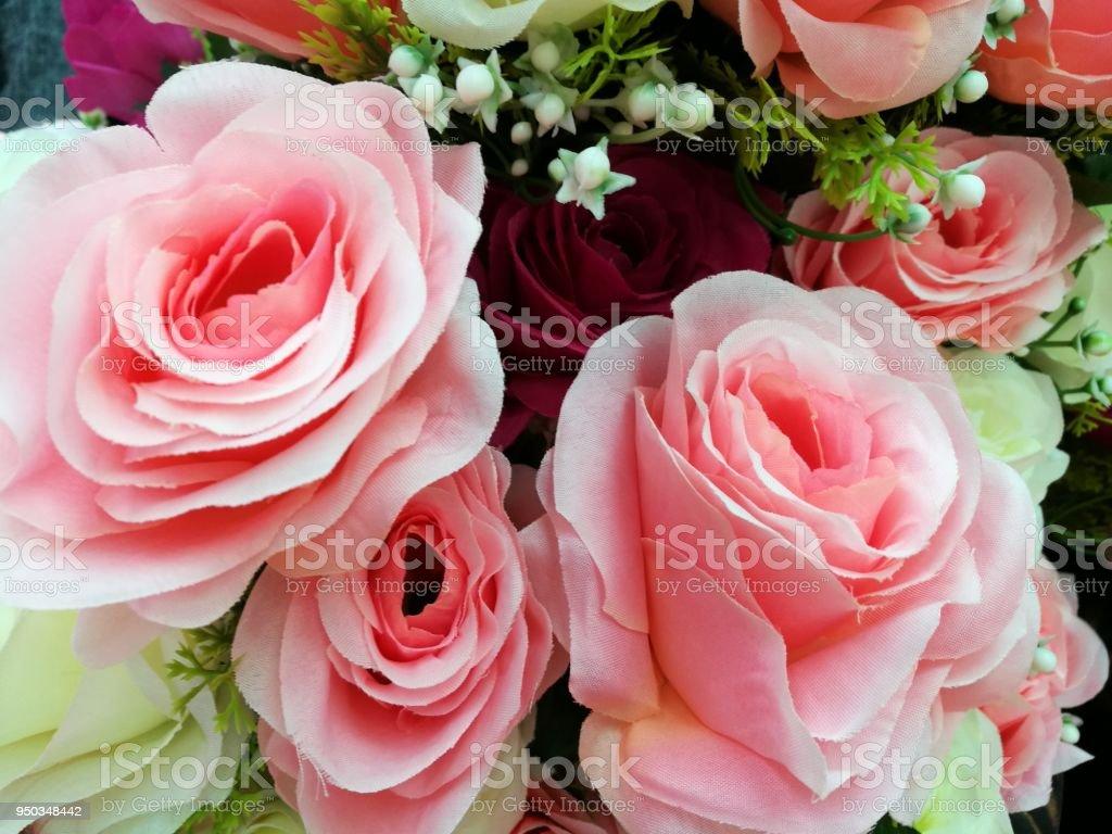 Vase De Pastel Bouquet De Roses Sur Fond Blanc Ensemble De Belle