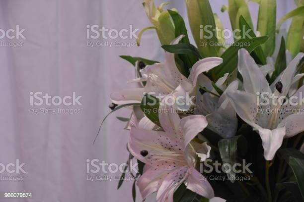 Eine Vase Mit Blumen Bei Der Hochzeit Stockfoto und mehr Bilder von Altertümlich