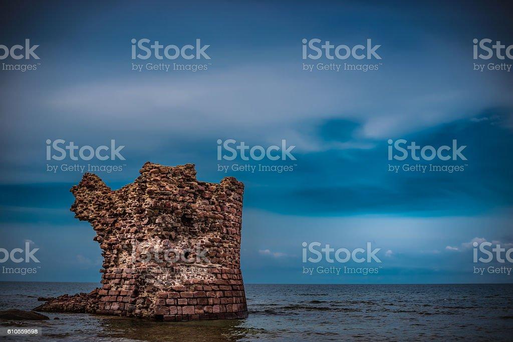 Vecchia torre su mare stock photo