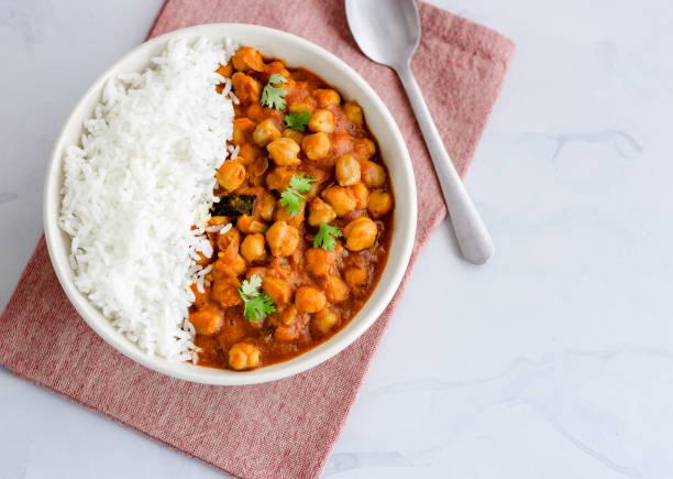 vegan e baixo carb curry de grão de bico e arroz - caril - fotografias e filmes do acervo