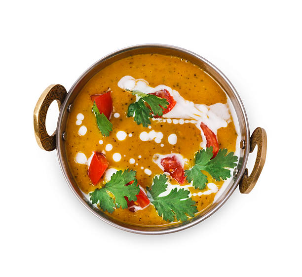 prato de culinária indígena vegana e vegetariana, sopa de lentilha picante dahl - caril - fotografias e filmes do acervo