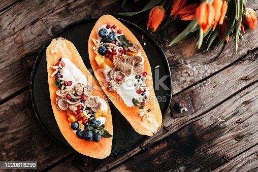 Delicious Papaya Boats – the new kind of breakfast bowls