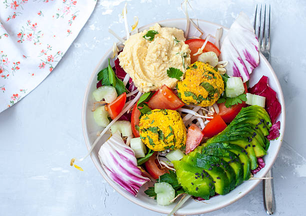 vegan salad with falafel, hummus, vegetables - koriander hummus stock-fotos und bilder