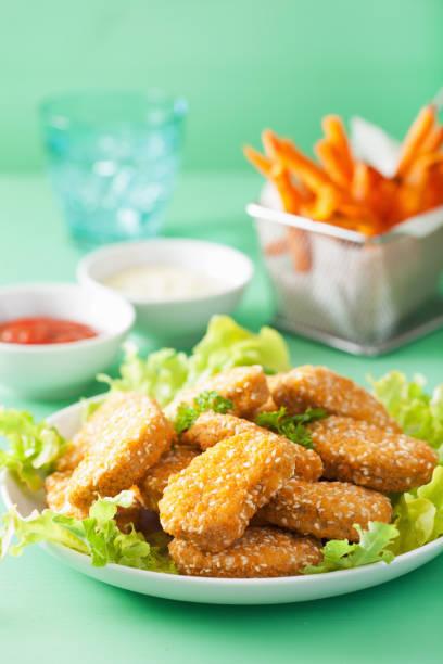 pépites de soja Vegan et collation de frites de patate douce - Photo