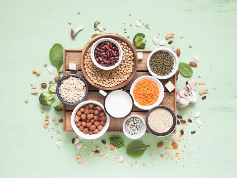 Vegetable Albumen Sources Plant Protein On Green Background - zdjęcia stockowe i więcej obrazów Bez ludzi