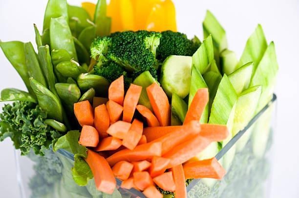 Gemüse-Crudité mit Karotten Brokkoli und Erbsen – Foto