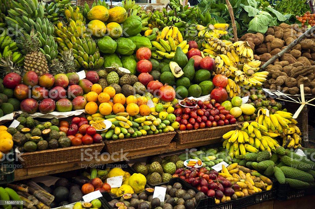 Mercato ortofrutticolo - Foto stock royalty-free di Alimentazione sana