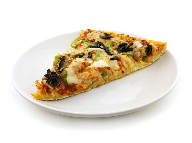 vegetable pizza - dikke pizza close up stockfoto's en -beelden