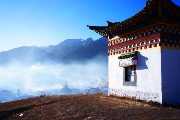 sebze il ganzi langmusi manastırı - ganzi tibet özerk bölgesi stok fotoğraflar ve resimler