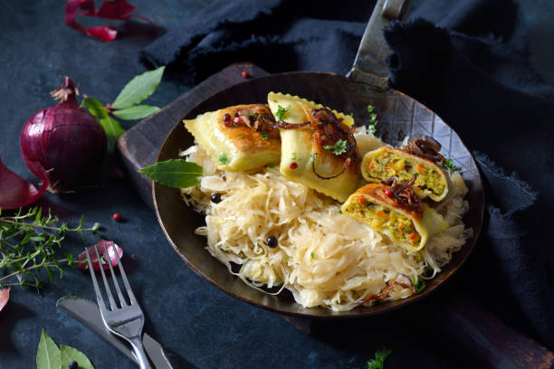 Gemüseravioli mit Sauerkraut – Foto