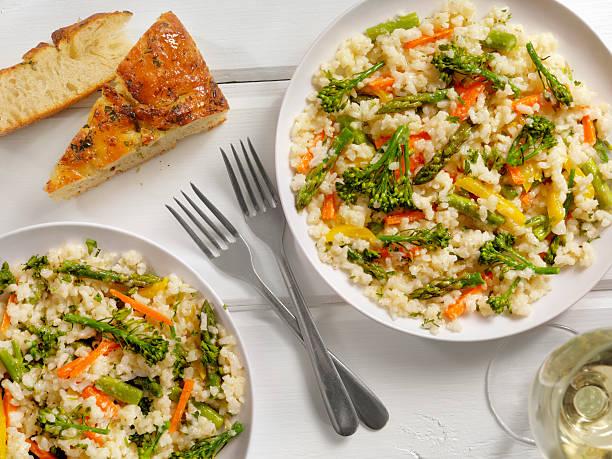 Vegetal Risotto con perejil fresco y Focaccia - foto de stock