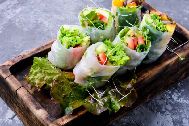 野菜の春巻き - ローフード ストックフォトと画像