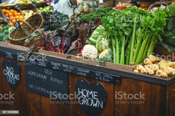 Vegetable stall in farmer market including celery parsnips and picture id931909966?b=1&k=6&m=931909966&s=612x612&h=irglnb39xbv dhcoddarpcgydpul6iwzgumoupfsvoq=