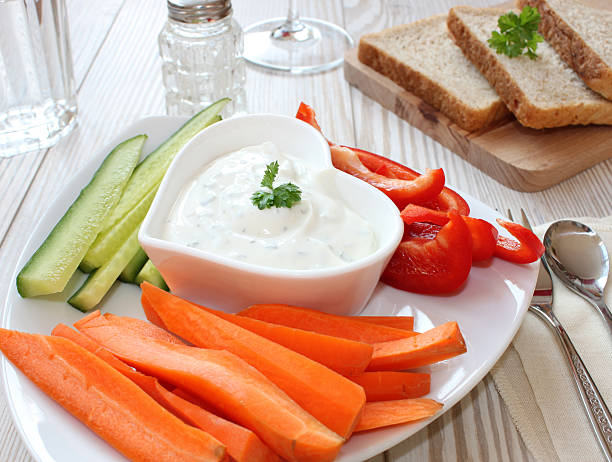Gemüse-sticks mit Sauerrahm Bad – Foto