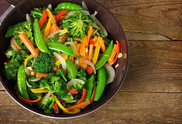 vegetable stir fry. - stir fry - fotografias e filmes do acervo