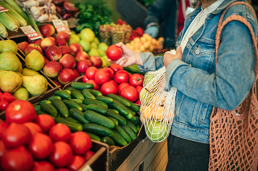 istock Vegetables and fruit in reusable bag on a farmers market, zero waste concept 1159376957
