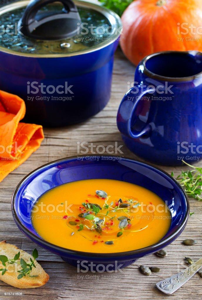 Gemüse (Kürbis, Karotten) Creme Suppe. - Lizenzfrei Aubergine Stock-Foto