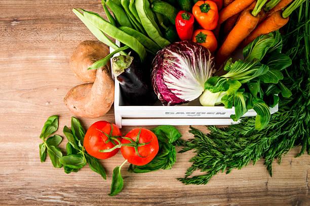 vegetable barley soup frisch von der ernte - hofladen stock-fotos und bilder