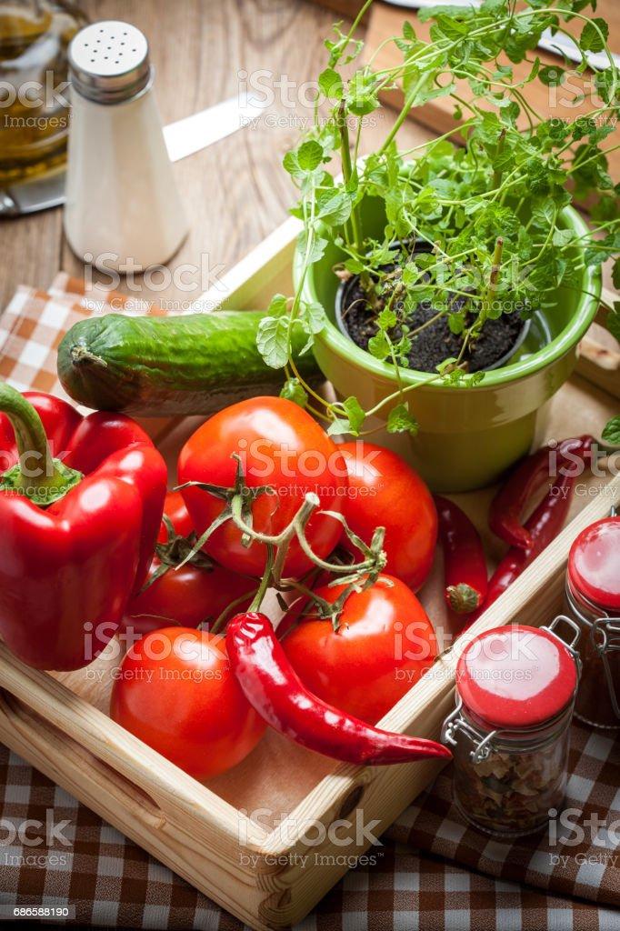 Vegetables in a wooden box. photo libre de droits