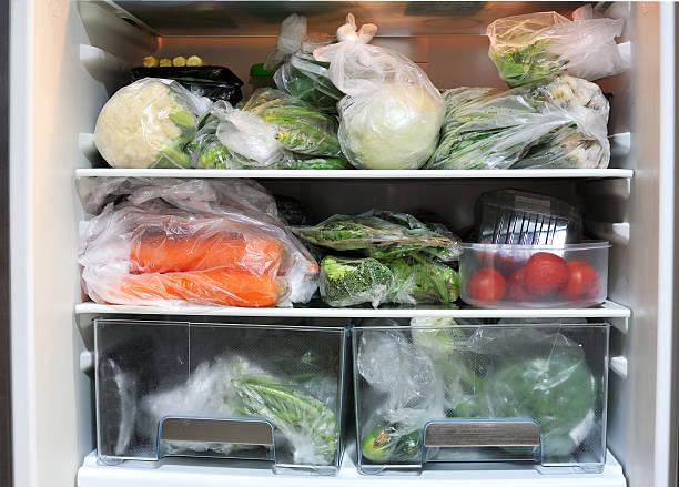 gemüse im kühlschrank - veggie wraps stock-fotos und bilder