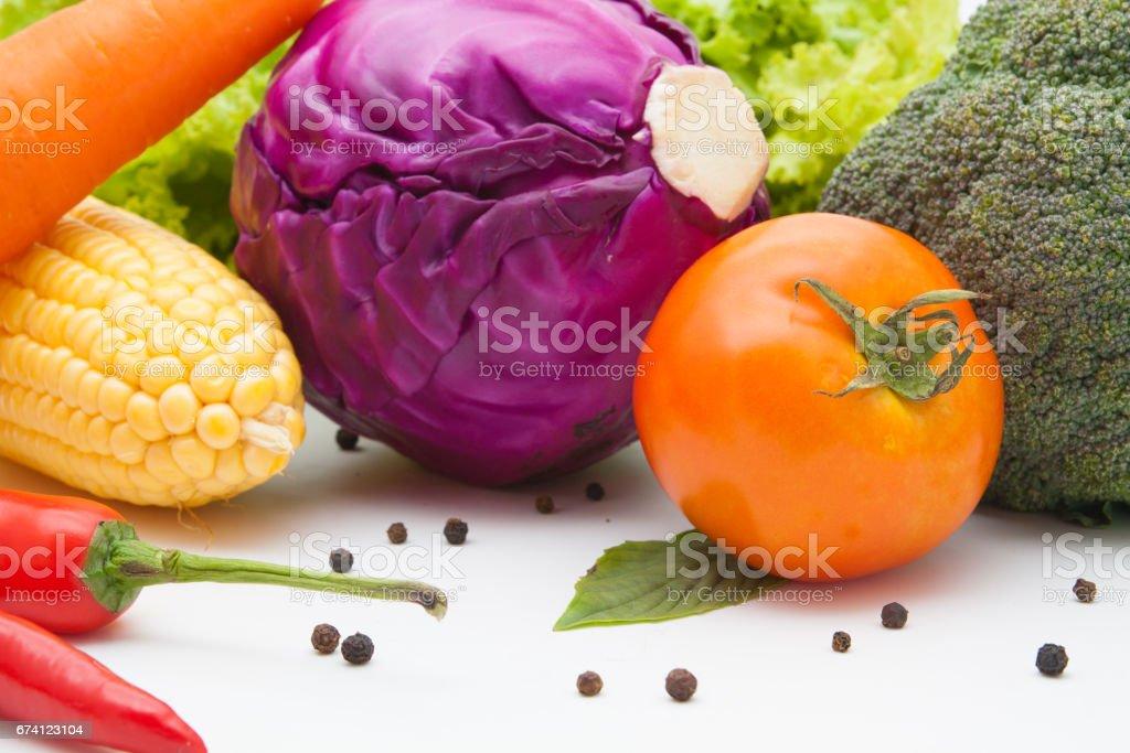 白色背景上孤立的蔬菜 免版稅 stock photo