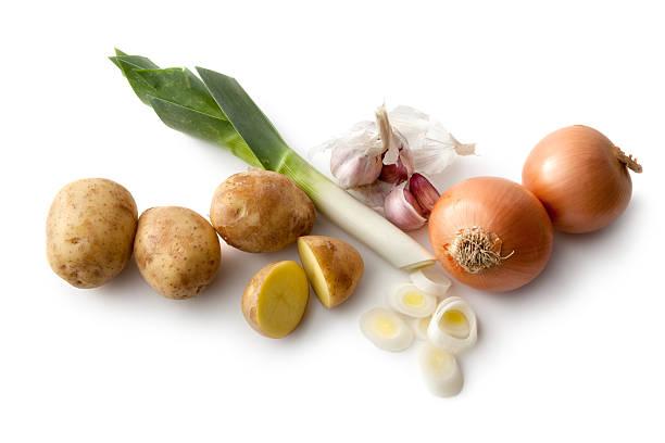 gemüse: lauch, kartoffeln, zwiebeln, knoblauch und öl - knoblauchkartoffeln stock-fotos und bilder