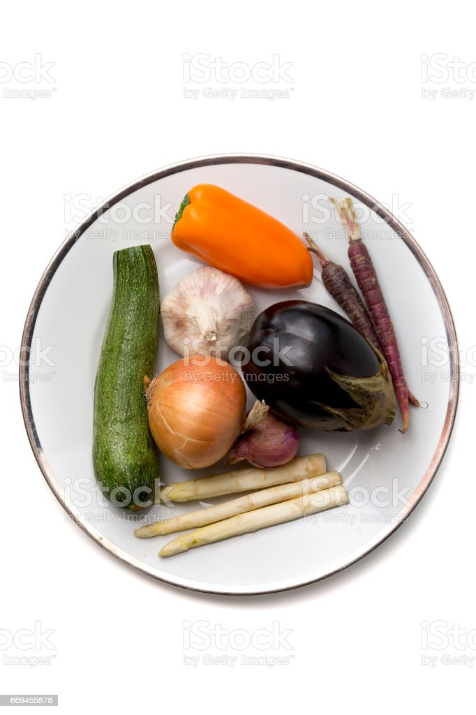 Vegetables on plate isolated on background – Foto