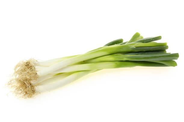 groenten: lente-ui geïsoleerd op witte achtergrond - bosui stockfoto's en -beelden