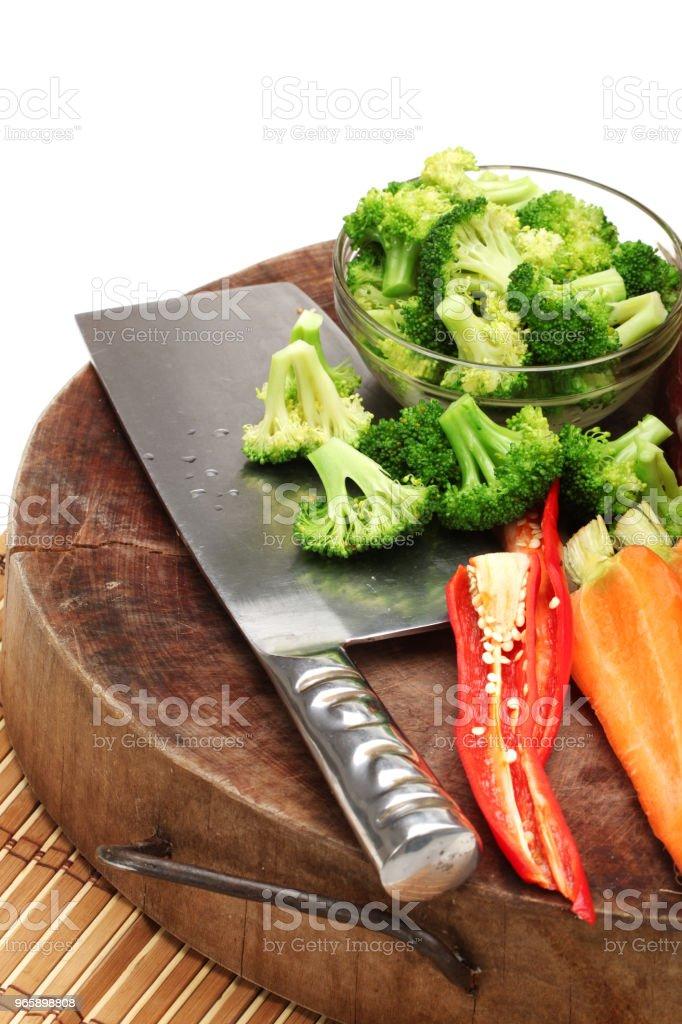 Groenten gegooid geïsoleerd op witte achtergrond - Royalty-free Bel - Vloeistof Stockfoto
