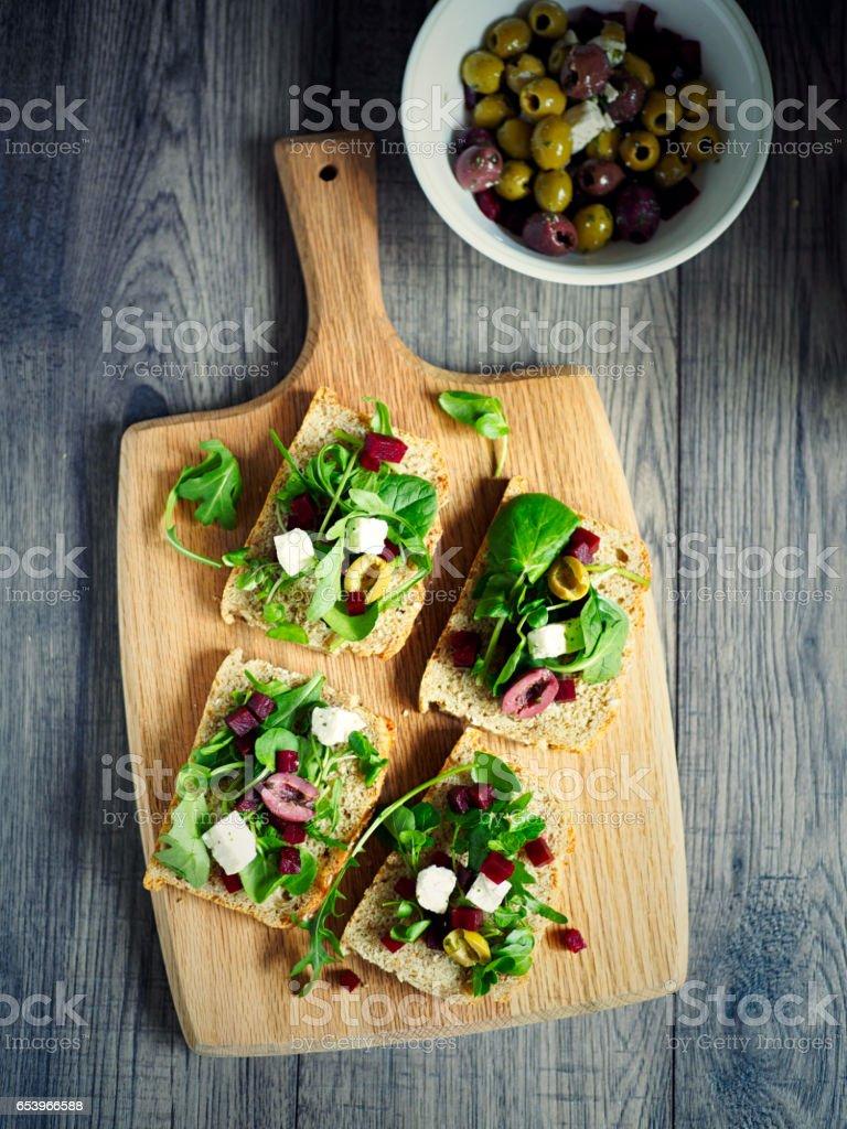 Sandwich abierto de beetoot vegetariana - foto de stock