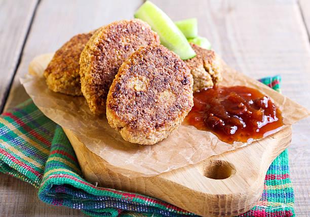 vegetarische falafel - kürbis hundeleckerlis stock-fotos und bilder