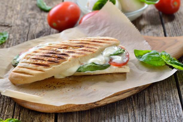 Vegetarisches italienisches Sandwich frisch vom Tellergrill – Foto