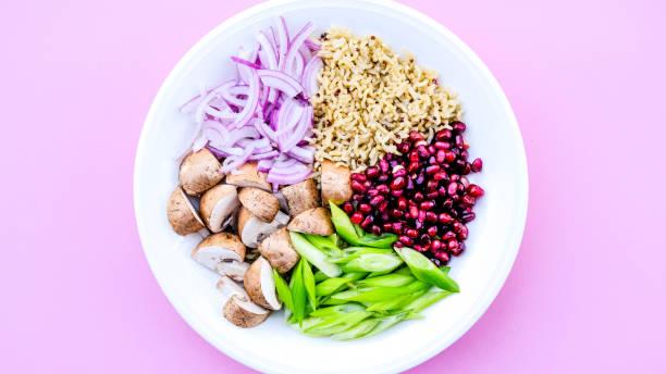 vegetarian mushroom and rice poke bowl - dieta macrobiotica foto e immagini stock