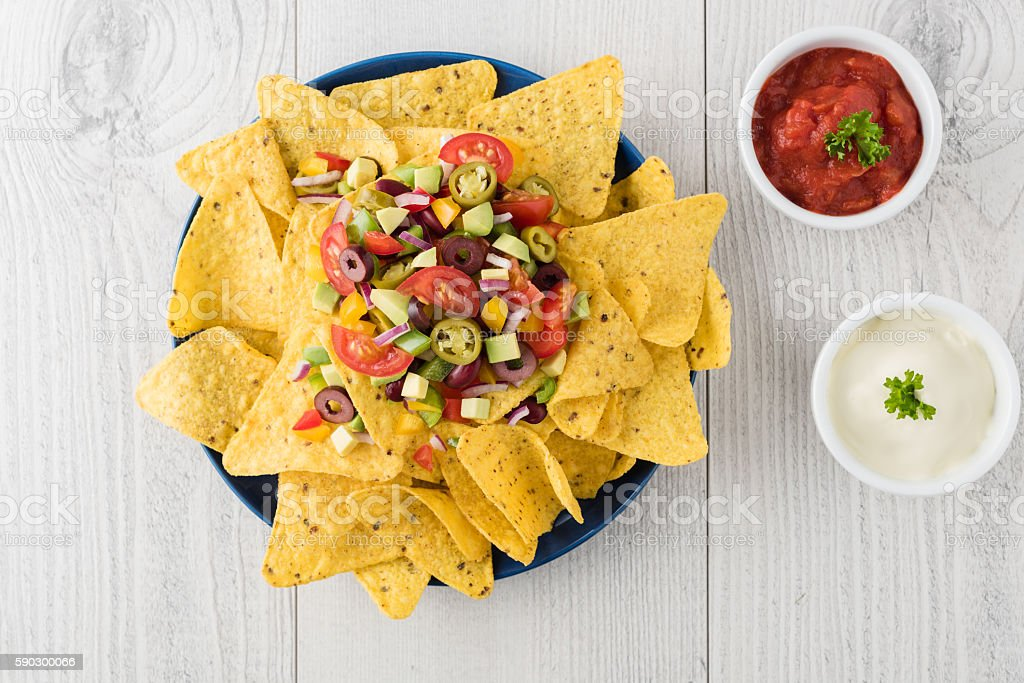 Vegetarian nachos with salsa and sour cream dips Стоковые фото Стоковая фотография